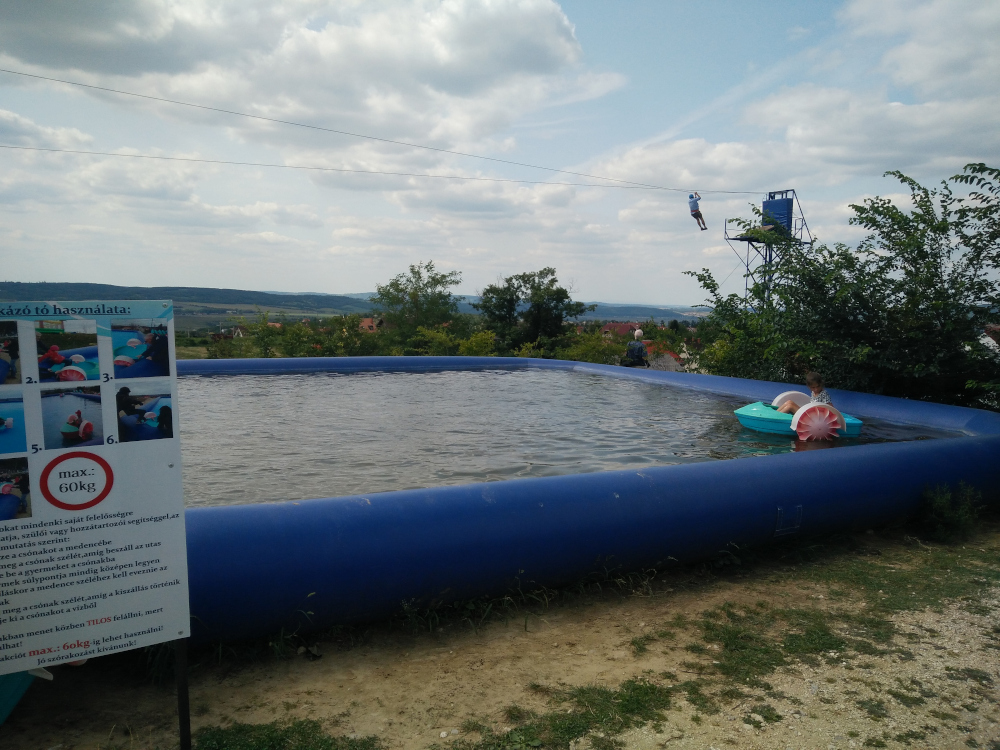 Rezi Dínópark csónakázó tó gyerekeknek