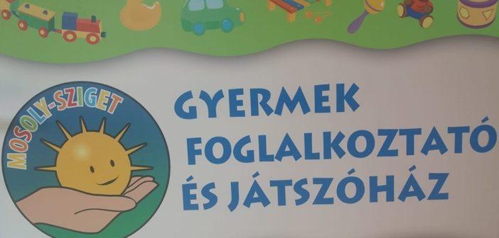 A Mosoly-sziget Játszóház logója